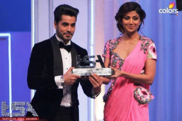Gautam Gulati Receiving an Award