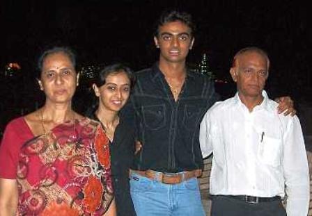 Jaydev Unadkat biography, age, Career, personal life info.