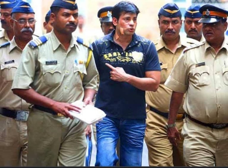 abu salem with police constables