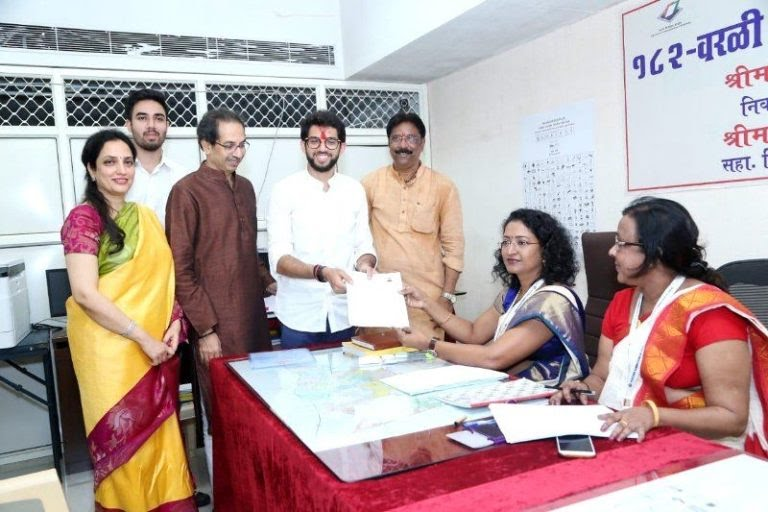 Aditya Thackeray filing his nomination papers with his parents 768x512 1