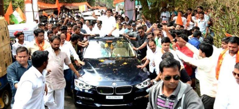 Aditya Thackeray on his car during a rally 768x350 1