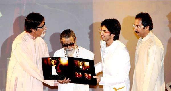 Aditya Thackeray with Amitabh Bachchan Bal Thackeray and Uddhav Thackeray at the launch of Ummeed