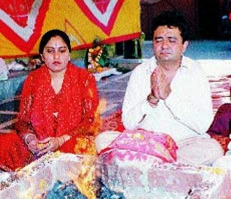 khushali parents. late gulshan kumar